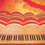 Akustyczny fortepian, który brzmi jak skrzypce?