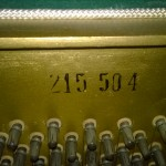 Comment trouver le numéro de série sur un piano?