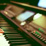 Czy można grać na pianinie bez znajomości nut?